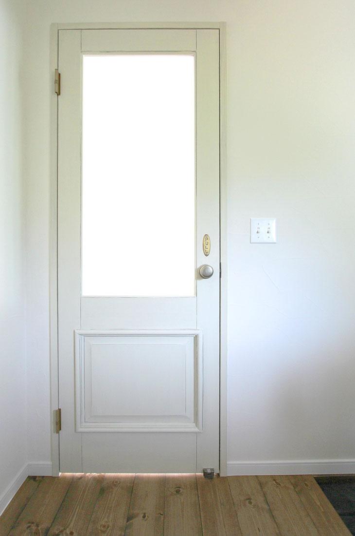緑の風を感じるフレンチシャビーのお家 ドア