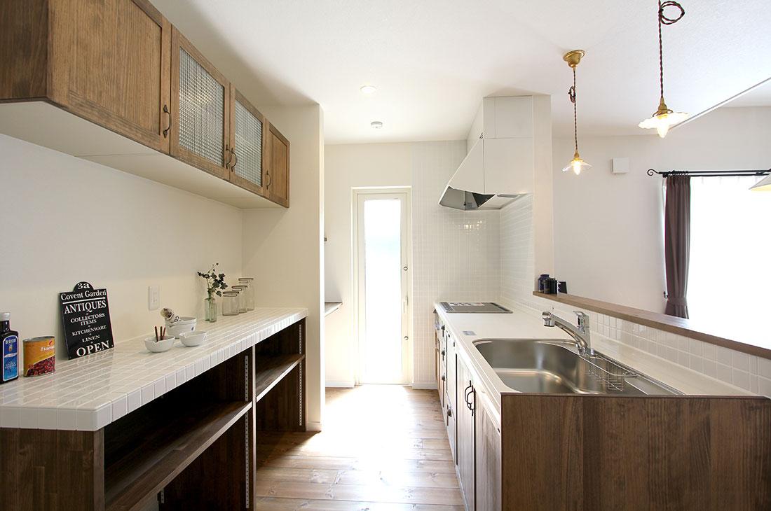 緑の風を感じるフレンチシャビーのお家 キッチン