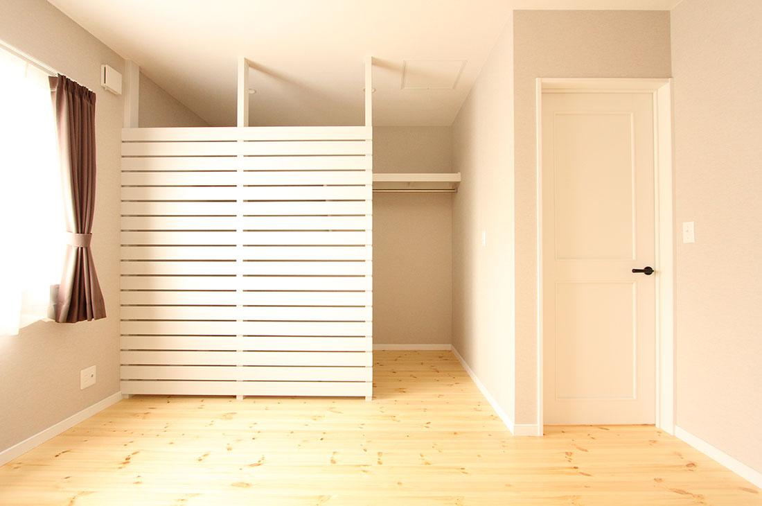 家族を包む家_完全二世帯住宅 寝室