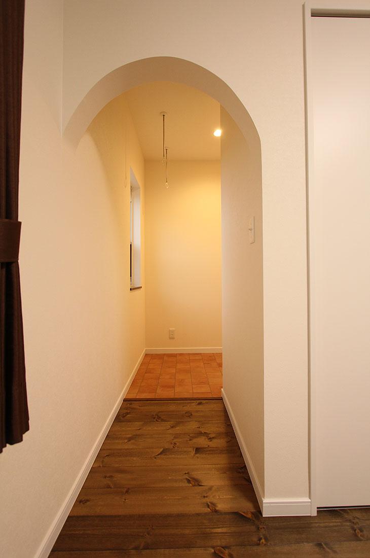 高台に見えるナチュラルかわいいお家 主寝室