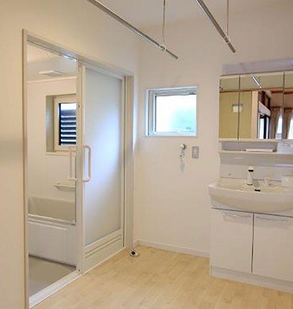 C様邸 施工後の浴室・洗面
