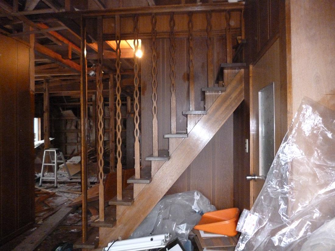 M様邸 施工前の階段