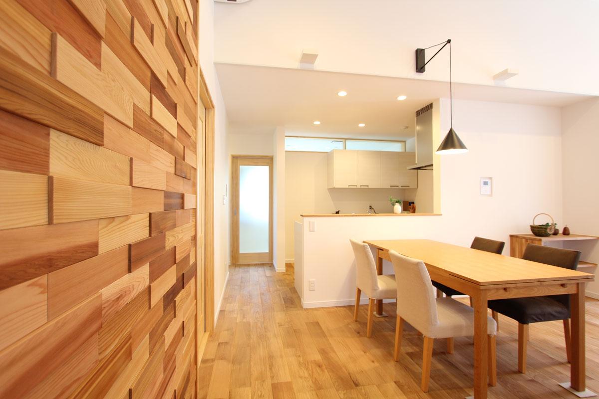 naturalstyleの平屋建てのダイニング。酒田鶴岡で新築&デザイン住宅・リノベーションを手がける工務店 ナチュラル工房