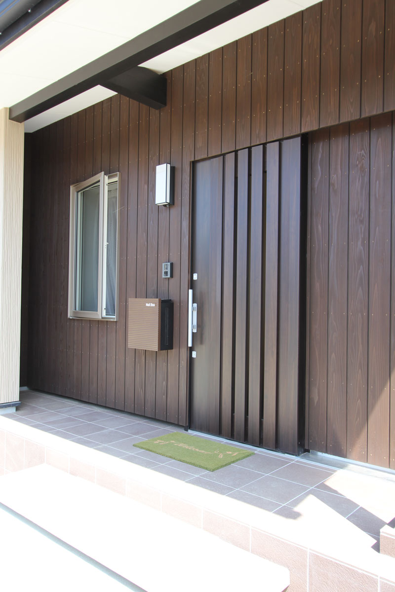 naturalstyleの平屋建ての玄関。酒田鶴岡で新築&デザイン住宅・リノベーションを手がける工務店 ナチュラル工房