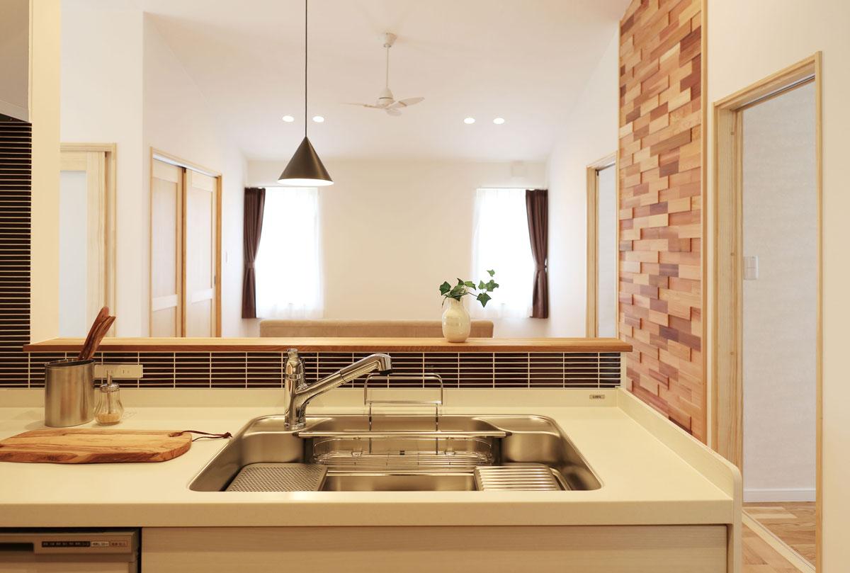 naturalstyleの平屋建てのキッチン。酒田鶴岡で新築&デザイン住宅・リノベーションを手がける工務店 ナチュラル工房