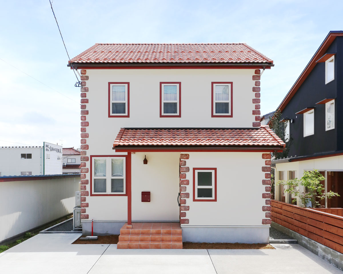 赤い屋根が特徴的なかわいいmamanのお家。【酒田鶴岡で新築、デザイン住宅、リノベーションの工務店 ナチュラル工房伊藤住宅】