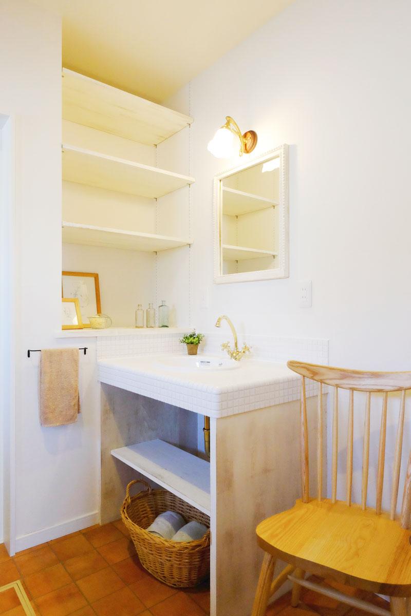 シャビーシックなフレンチスタイルのMamanの家。34Nタイプ。洗面台【酒田鶴岡で新築、デザイン住宅、リノベーションの工務店 ナチュラル工房伊藤住宅】