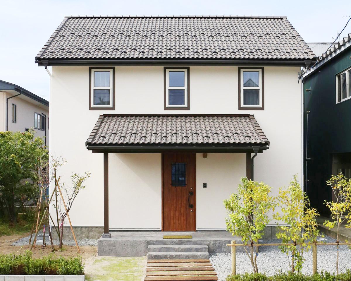 Mamanの家34Nタイプの施工例。見せ梁やデザインコンクリート、無垢の床などナチュラルテイストに溢れたお家が完成しました。【酒田鶴岡で新築、デザイン住宅、リノベーションの工務店 ナチュラル工房伊藤住宅】
