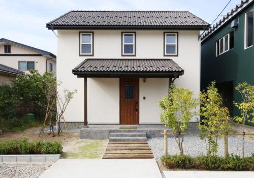 Mamanの家34Nタイプの施工例。外観。見せ梁やデザインコンクリート、無垢の床などナチュラルテイストに溢れたお家が完成しました。【酒田鶴岡で新築・デザイン住宅・リノベーションを手がける工務店 ナチュラル工房】