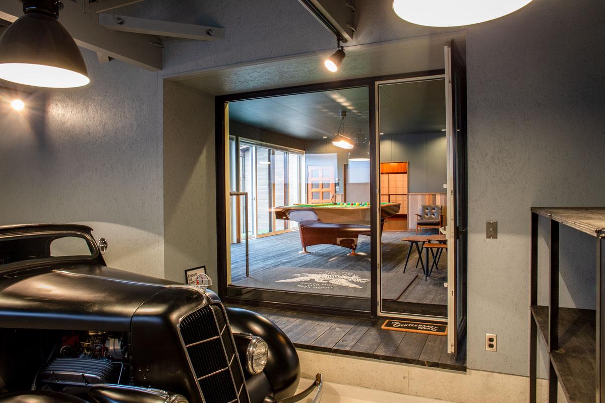 ガレージ。平屋をリノベーションしたビリヤードルームとビルトインガレージのあるかっこいいお家。【酒田鶴岡で新築、デザイン住宅、リノベーションの工務店 ナチュラル工房伊藤住宅】