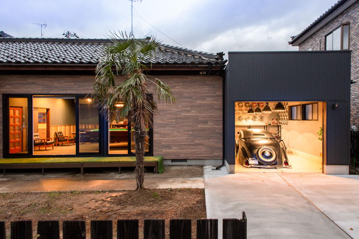 外観。平屋をリノベーションしたビリヤードルームとビルトインガレージのあるかっこいいお家。【酒田鶴岡で新築、デザイン住宅、リノベーションの工務店 ナチュラル工房伊藤住宅】
