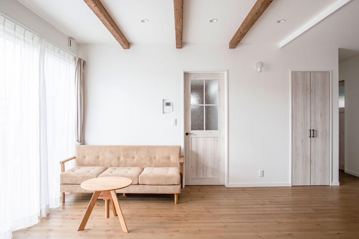 鶴岡美原町のナチュラルな二世帯住宅の新築完成見学会を開催しました。共有スペースを多くし経済的なメリットを生みながらも、プライベートを保つ子世帯専用のセカンドリビングがある素敵なお家。【酒田鶴岡で新築、デザイン住宅、リノベーションの工務店 ナチュラル工房伊藤住宅】