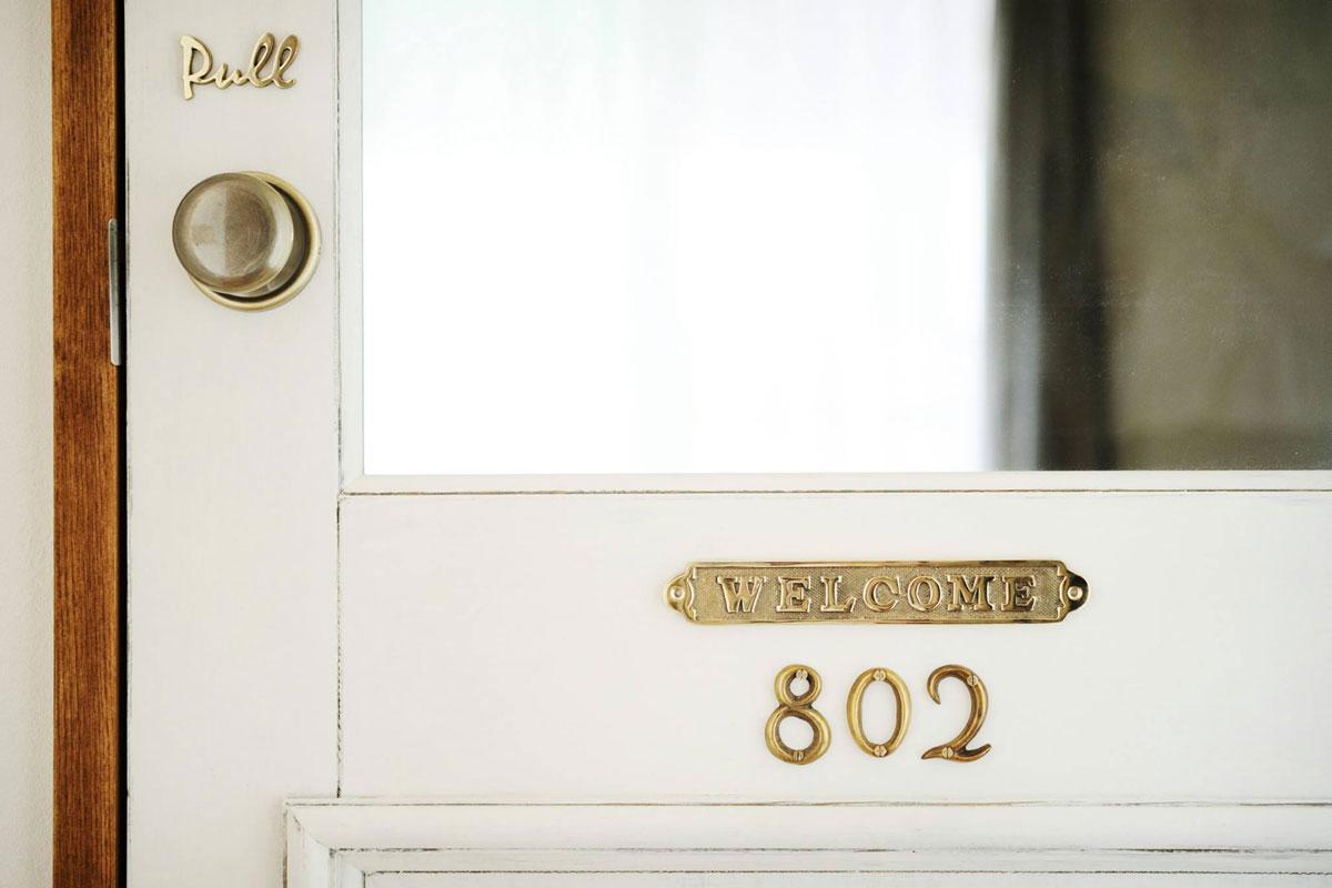 オプションでニューヨークのアパートのような雰囲気のリビングドアに。