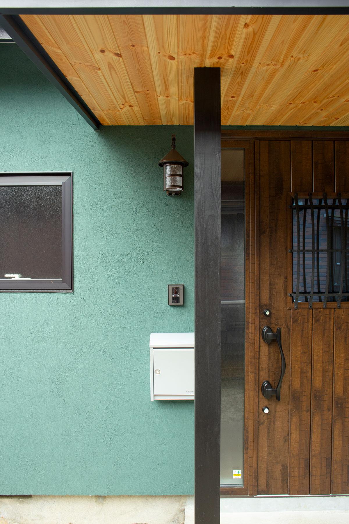 玄関ドアも断熱効果の高い仕様にリノベーション