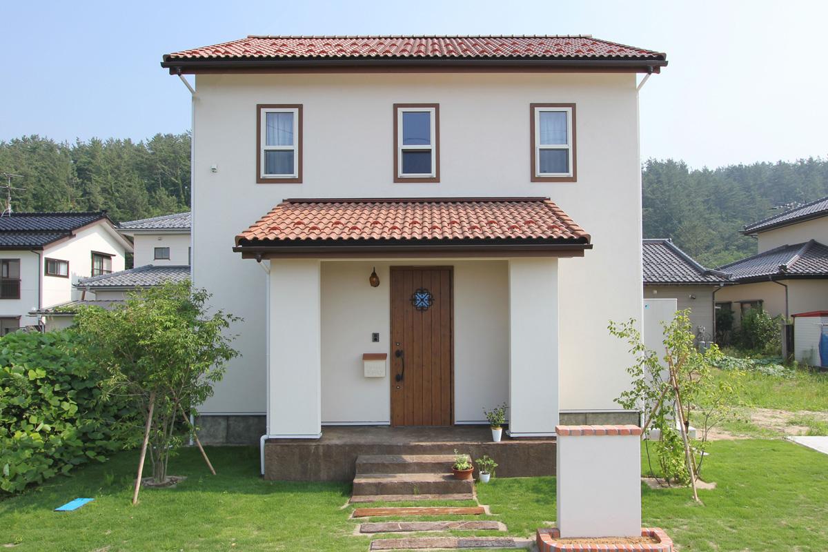 高台に見えるナチュラルかわいいママンの家