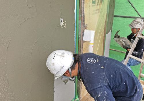外壁下地も職人により丁寧に施工