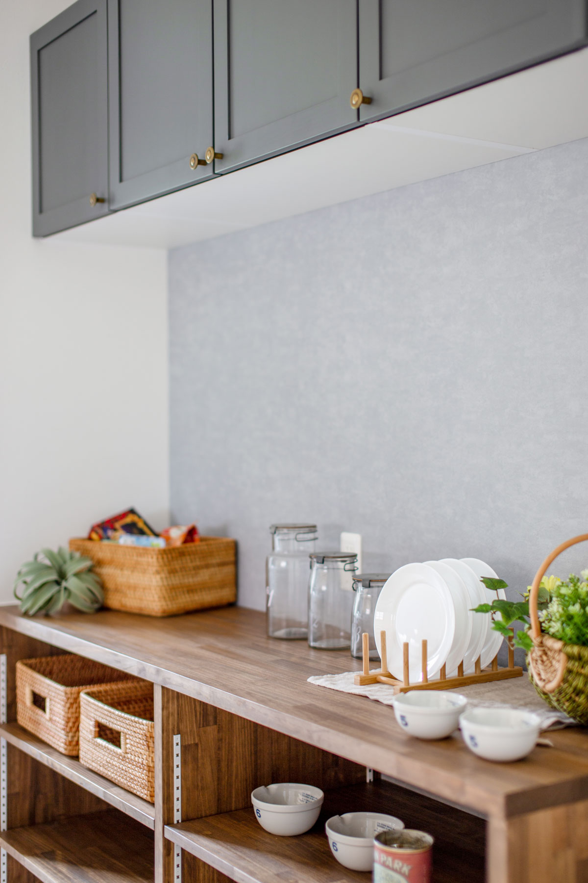 収納豊富なキッチン背面棚