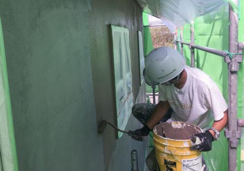 職人による丁寧な塗り壁工事