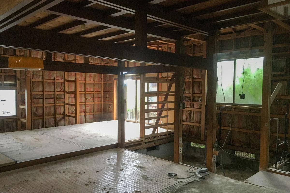 内部の解体工事の様子
