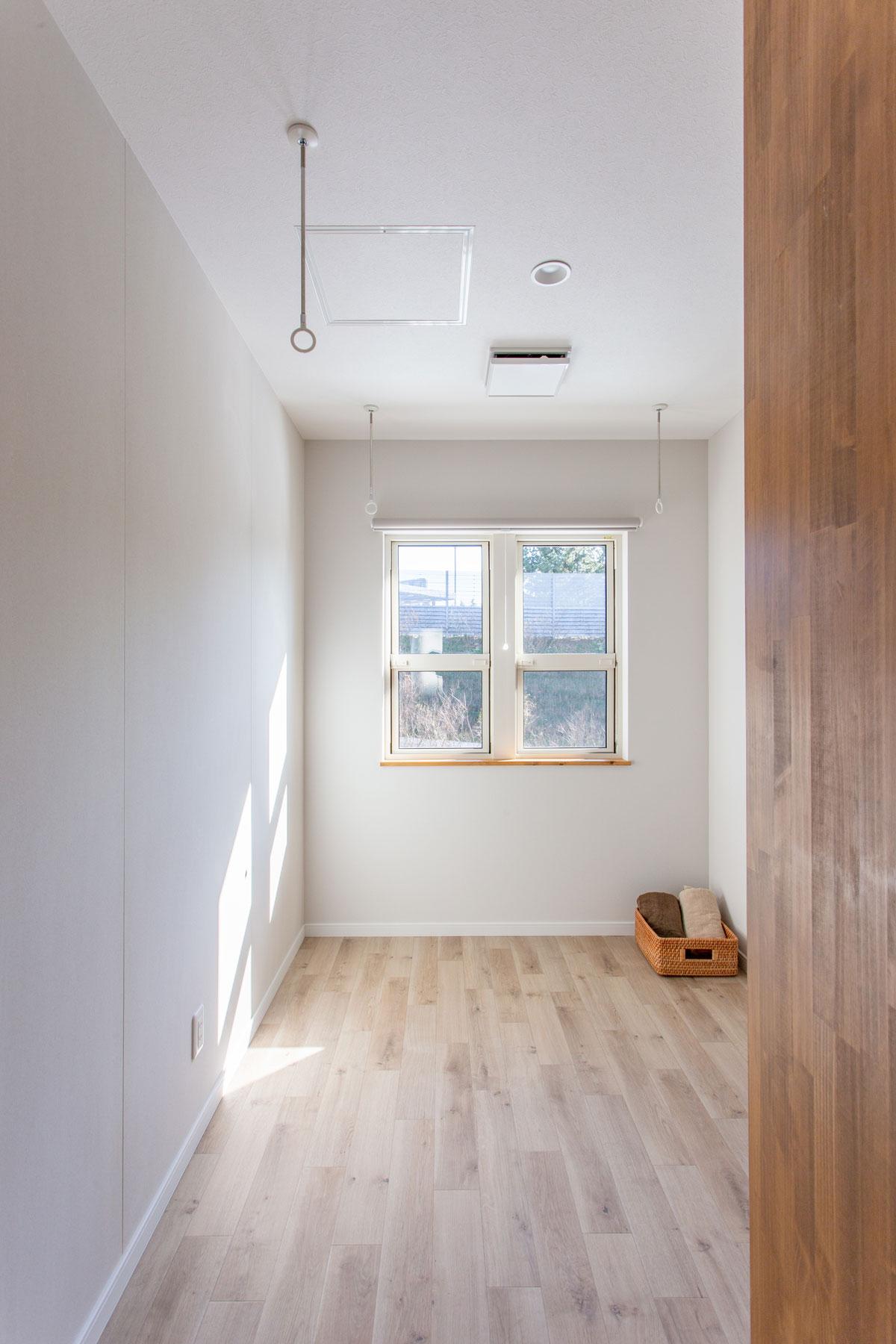 雨でも洗濯物を干せる室内物干しスペース