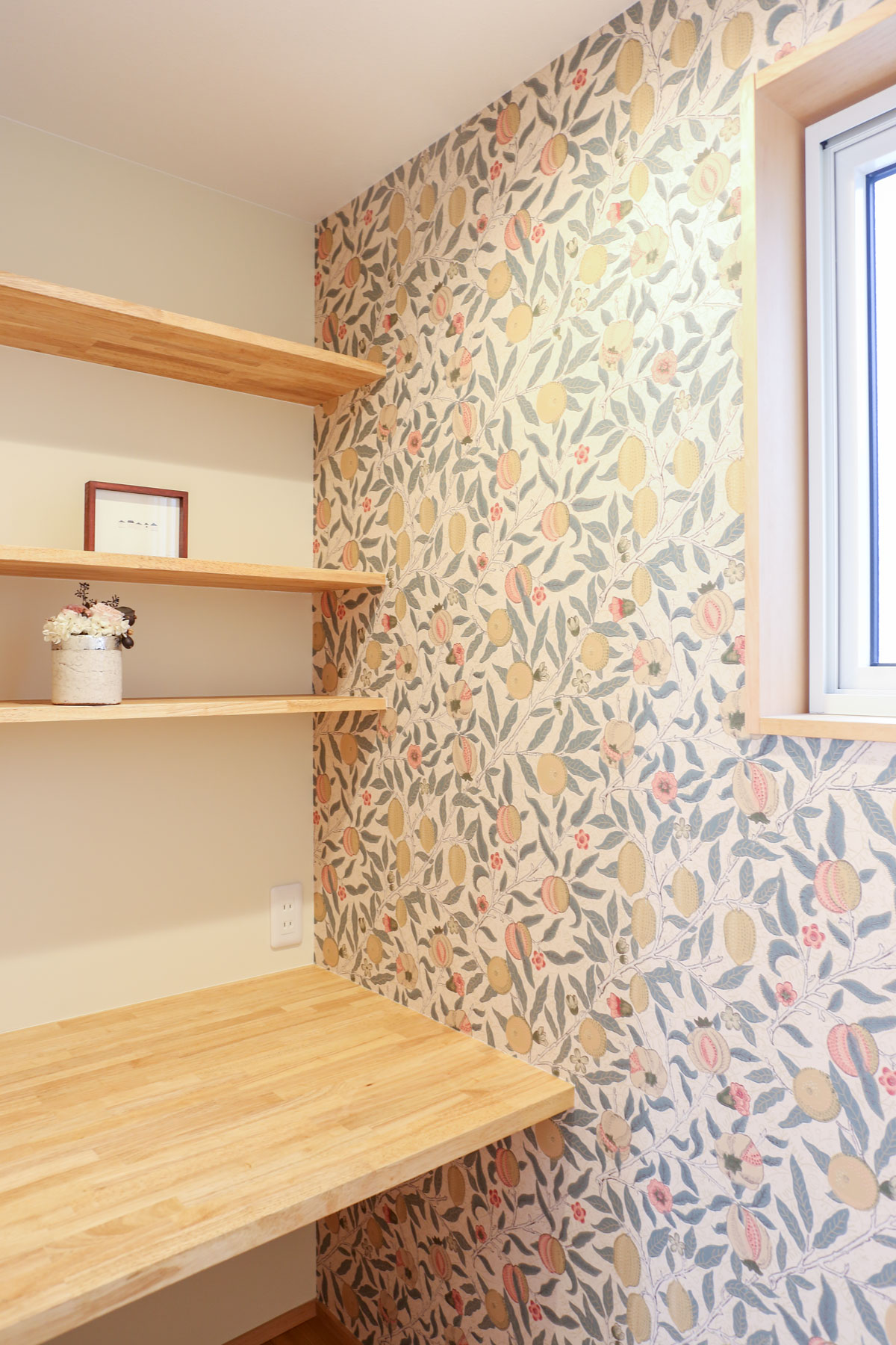 ウィリアムモリスの壁紙がかわいいワークスペース