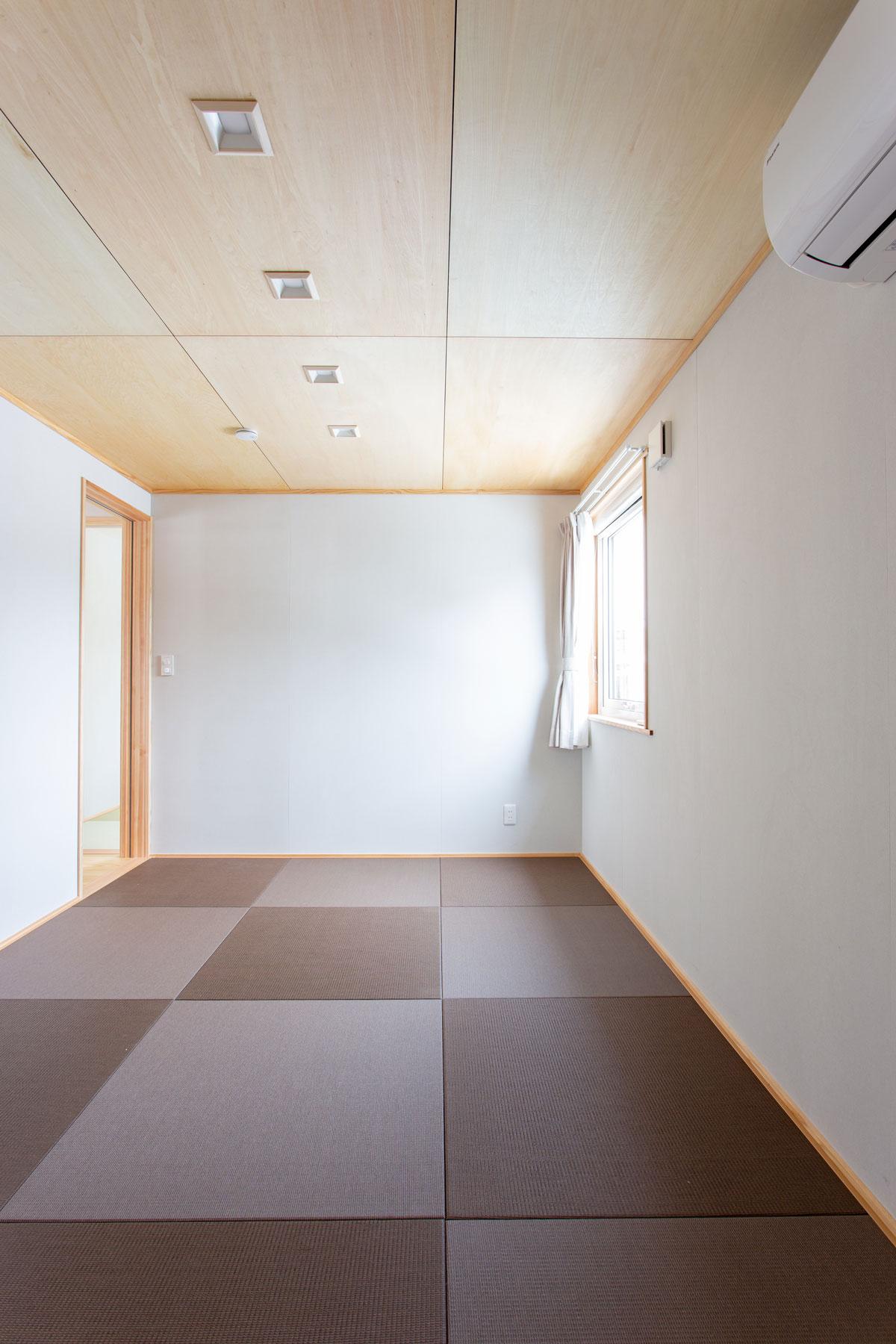 黒の琉球畳をアクセントにした畳スペース