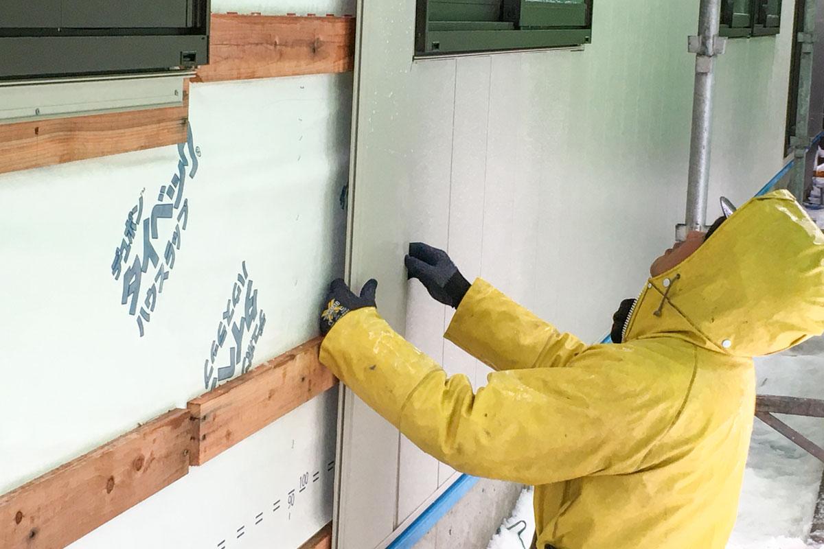 外壁工事も順調に進んでいます。