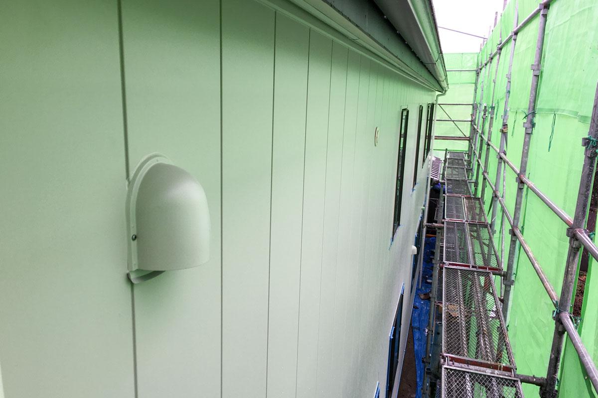 外壁も丁寧に工事が進んでいます。