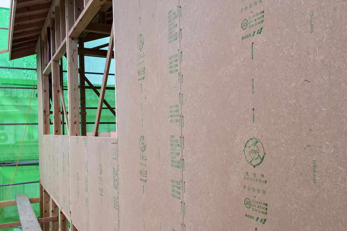 木質資源の自然素材を利用した面材