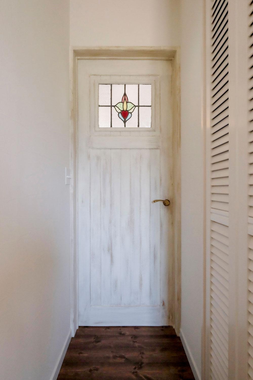 ナチュラルカントリーのかわいいリビングドア