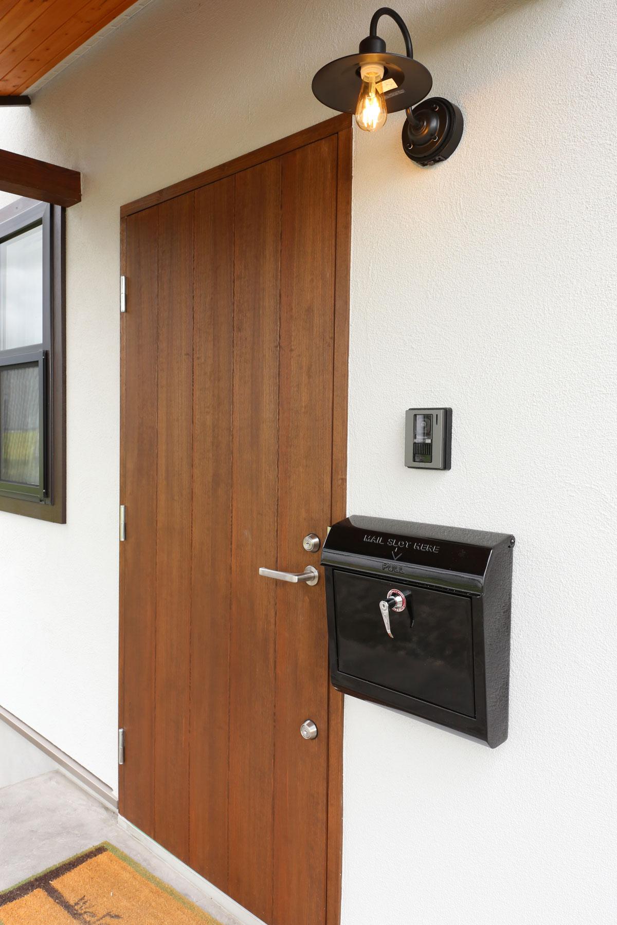 スタイリッシュな玄関ドア